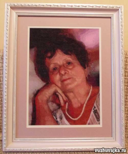 Женский портрет вышитый по фото