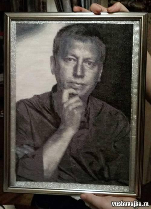 Вышитый крестом портрет